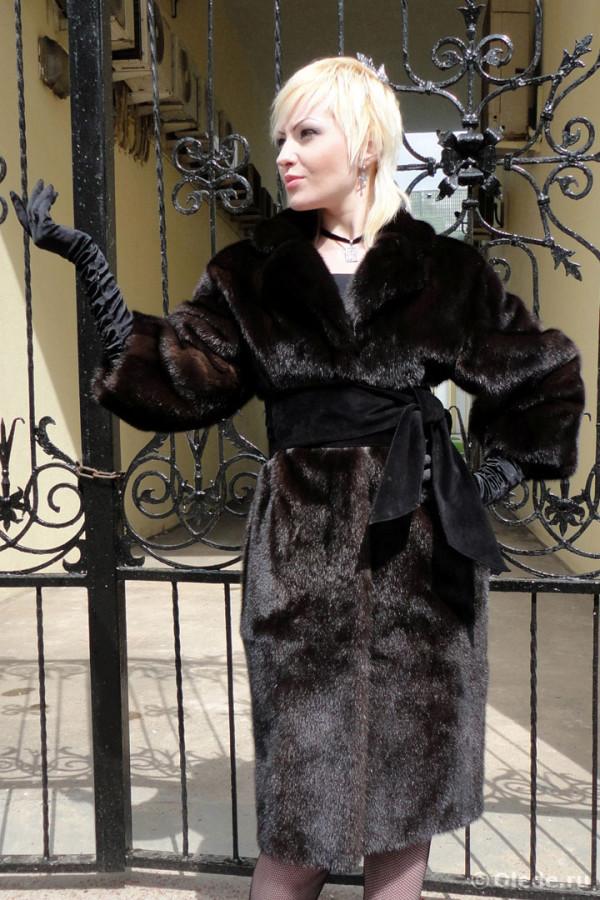Шуба из коричнево-черной норки с рукавом три четверти 3 4