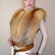 Меховая жилетка из рыжей лисы