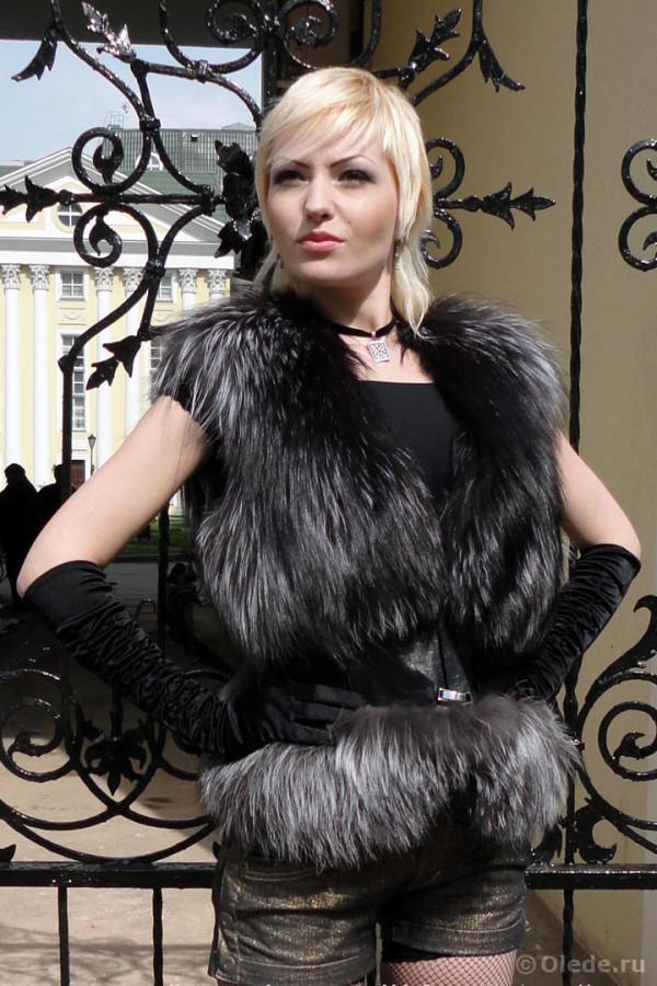 Жилетка меховая из серебристо-черной лисы чернобурки с кожаным корсетом