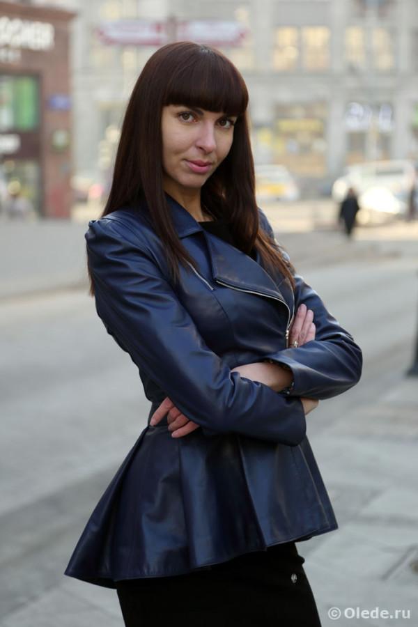 Кожаная куртка с косым воротом и баской  цвет — синий (2)