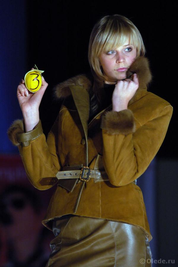 Куртка-дубленка с воротником и манжетами из коричневой норки пастель