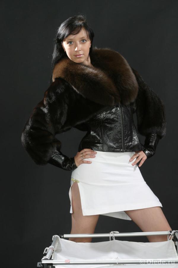 Куртка меховая из норки комбинированная кожей с воротником из песца