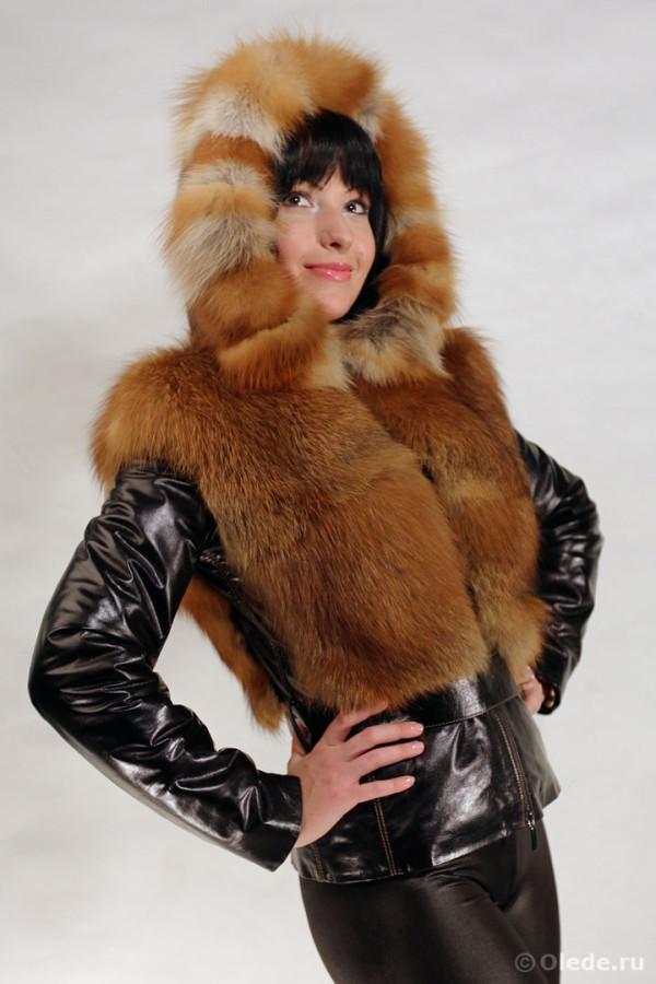Куртка меховая из рыжей лисы с кожаными рукавами и капюшоном с меховой опушкой (3)