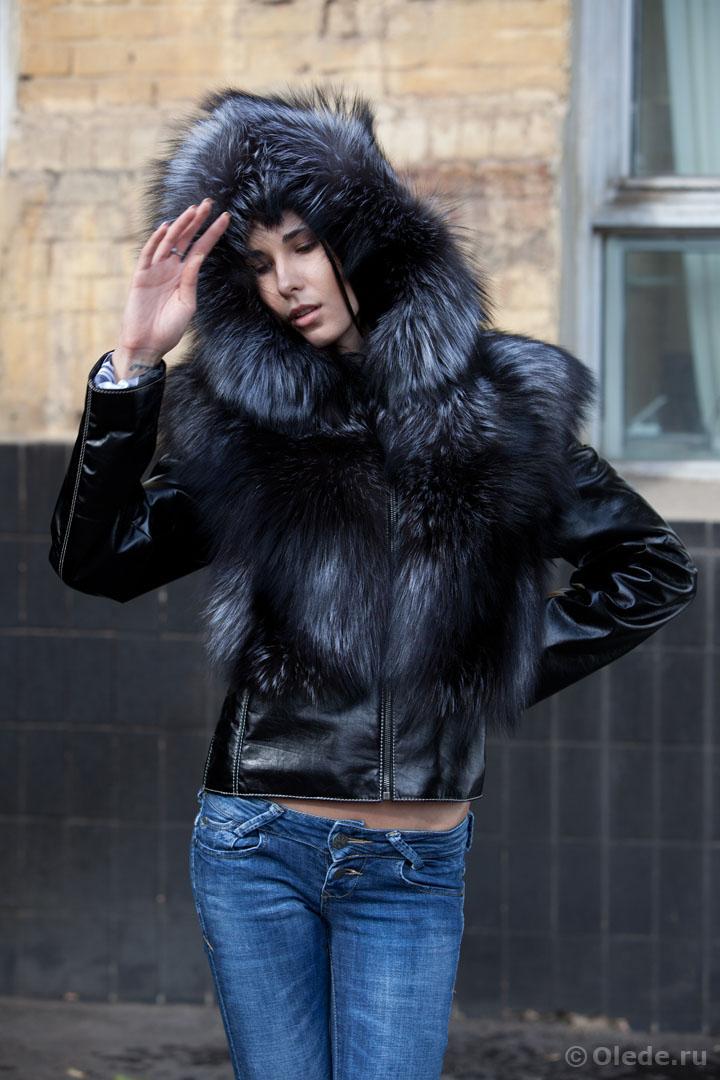 Кожаная куртка с меховым капюшоном женская dior diorama сумка цена