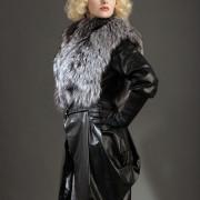 Куртка трансформер кожаная меховой отделкой из серебристо-черной лисы чернобурки с кожаными рукавами и отстегивающейся юбкой