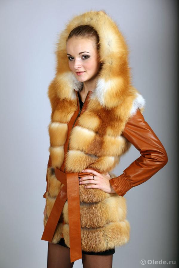 Жилетка-куртка меховая из рыжей лисы с отстегивающимися рукавами удлиненная с капюшоном и поясом (4)
