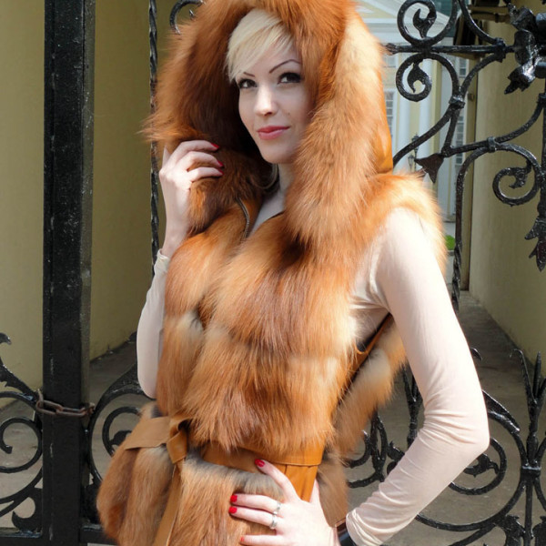 Меховой жилет из рыжей лисы огневки