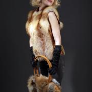 Жилетка меховая из рыжей лисы
