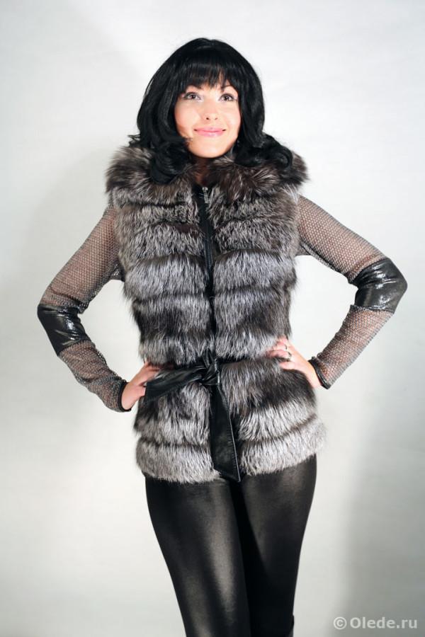 Жилетка меховая из серебристо-черной лисы чернобурки с капюшоном на молнии с поясом